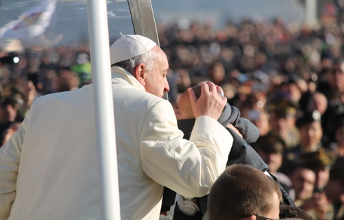 Pope_Francis_greets_pilgrims_in_St_Peters_Square_before_the_Wednesday_general_audience_Dec_11_2013_Credit_Kyle_Burkhart_CNA_6_CNA_12_11_13